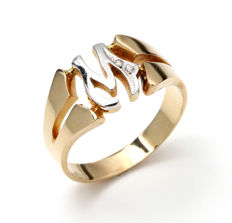 Ring of 18 kt yellow and white gold with zirconias, initial M Ring size: 22