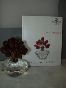 Swarovski - Silver Crystal SCS anniversary piece, vase with 15 ruby red roses 15 years SCS