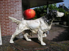 Large and heavy cast iron sculpture: Hunting dog: Weight: 3.5 kg.