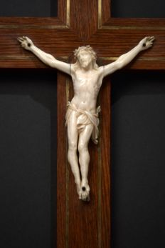 Beautifully carved ivory Corpus Christi on wooden cross - Italy - 19th century