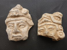 Two pre-Columbian heads (Mexico) - 80 x 50 mm