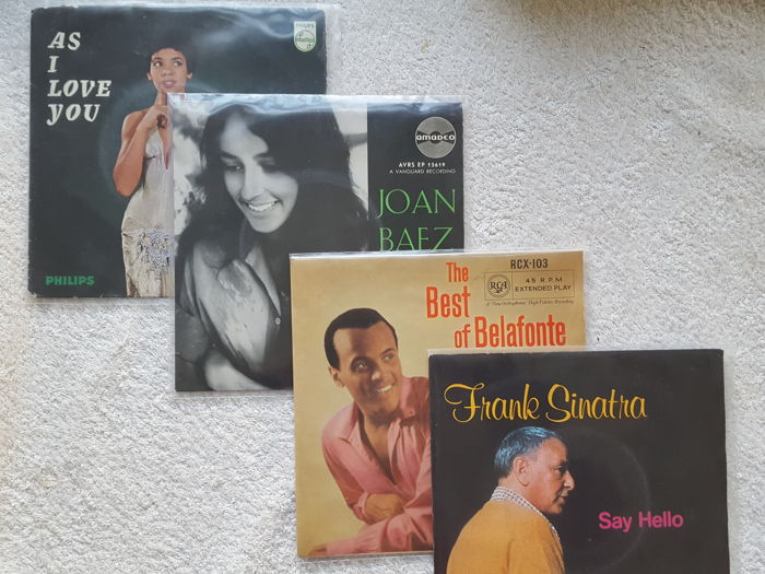 Lot of  69 Vinyl singles Singers & Crooners with a.o. Barbra Streisand, Frank Sinatra, Shirley Bassie, Tom Jones, Judy Collins