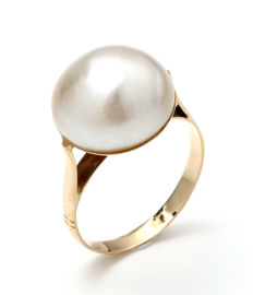 18 kt yellow gold ring with pearl. Size: 14