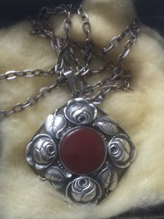 Art Nouveau pendant with agate(?) - on a silver necklace with pendant