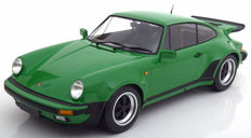 Minichamps - Scale 1/12 - Porsche 911 Turbo 1977 - Green