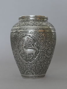 Small vase in sterling silver (minimum 800/100°) - Persia - late 19th/early 20th century