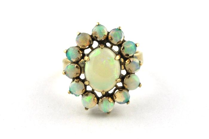Delicate Authentic Antique Cabochon Opal Stones Flower setting Ring set on 18k/750 Yellow Gold  **LOW RESERVE + FAST SHIPPING**