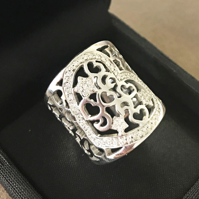 Ring - 18 kt white gold - Weight: 14.4 g - Diamonds totalling 0.60 ct - Size: 13 (free size adjustment)