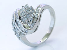 0.98 Ct diamond ring - Size: 56 - No reserveprice.