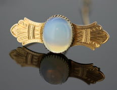 Antique Victorian 15K yellow gold brooch with water Opal, circa. 1880