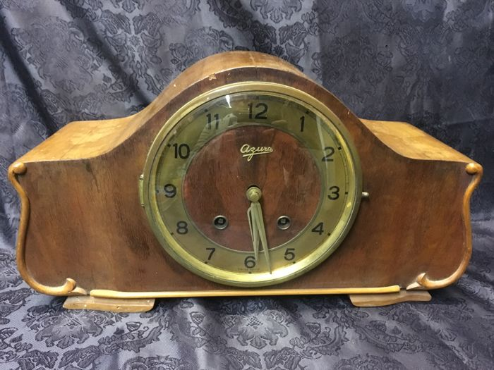 Mantel clock / Swiss / 1920