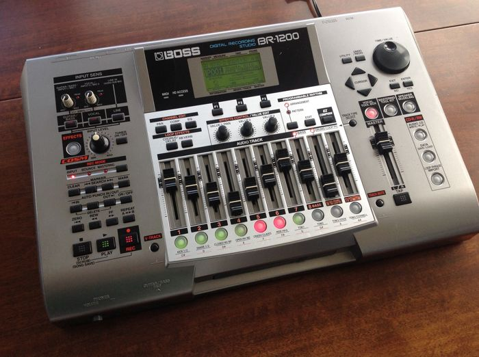 roland boss br 1200cd digital 12 track multitrack recorder 40 gb with cd writer top effects. Black Bedroom Furniture Sets. Home Design Ideas