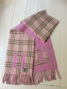 Burberry - scarf - pink - wearable on both sides -