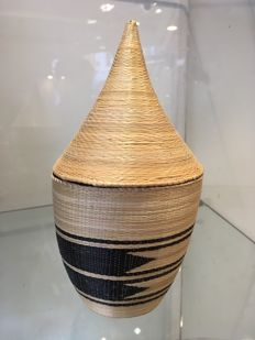 Very beautiful and large ancient wickerwork in fibres - TUTSI - Rwanda Burundi