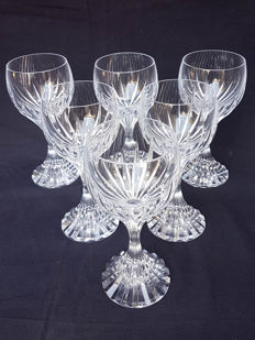 12 white wine glasses in Baccarat crystal.