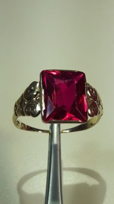 14k yellow gold ring whit big blood red ruby 5,5 ct. Year 1955 ***** No Reserve *******
