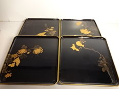 Four antique square lacquerware trays, maki-e design of flowers and birds - Japan - Mid 20th century
