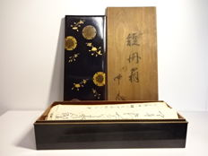 A lacquerware calligraphy box with maki-e family crest and flower patterns - marked 'Tanaka' on the box - Japan - Mid 20th century