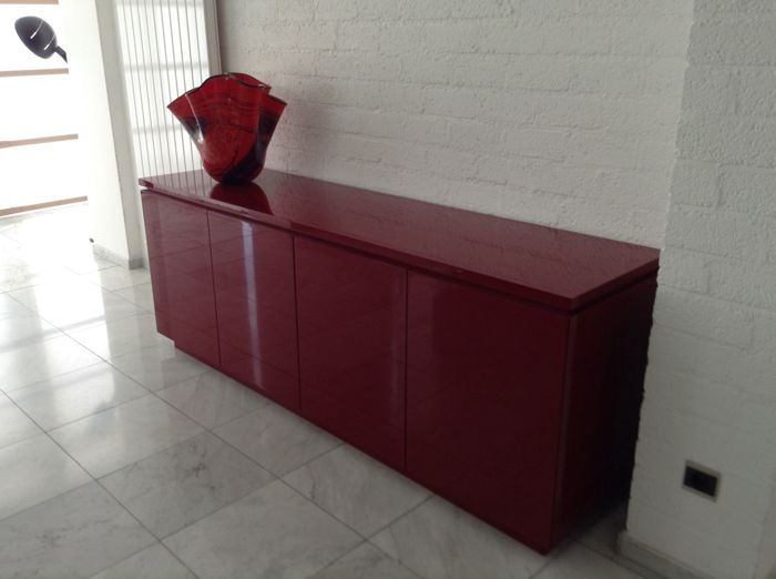 interl bke high gloss sideboard in a lacquered red. Black Bedroom Furniture Sets. Home Design Ideas