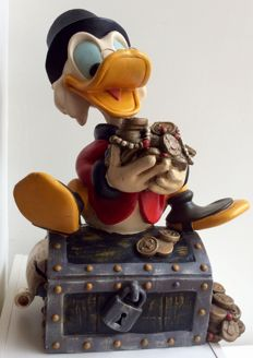 Disney - Figure - Scrooge McDuck on treasure trove (with original glasses) (1980s)