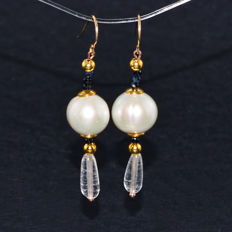 Pair of 14kt/585 gold earrings with Quartz, Pearl and Sapphires  – Length 4.3 cm