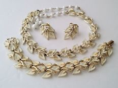 Coro Necklace Bracelet and Earrings Jewelry Set