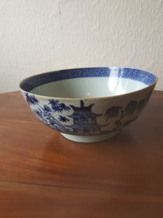 Porcelain bowl - China - late 18th century