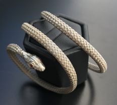 Rare flexible snake bracelet in silver with eyes made of small rubies - Era 19th century