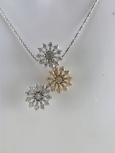 Recarlo, chain with snowflake-shaped pendant in 18 kt white and yellow gold and diamonds totalling 0.57 ct – Length: 42.50 cm