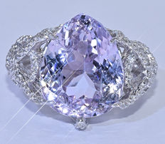 9.52 Ct Pink pear Kunzite with Diamonds, ring - NO reserve price!