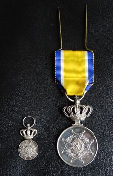 Royal honorary medal of Order of Orange-Nassau and wear insignia - silver.