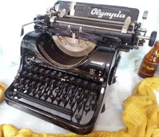 Olympia 8 Typewriter  In working condition. Beautiful Year 1940