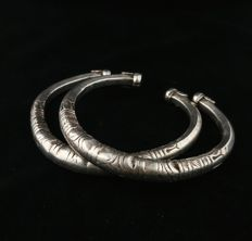 Pair of antique, silver bracelets - Rajasthan (India), Early 20th Century