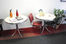 2 Bel-air chairs (black and red) with 2 round tables