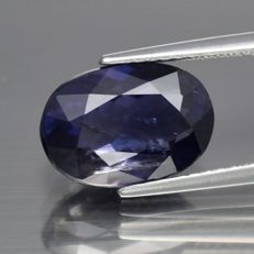 Blue lolite of 1.57 ct.