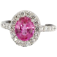Superb pink sapphire and diamond ring in 18 kt gold. 'Harry Winston' style, IGI Antwerp certificate unheated 2.28 ct.