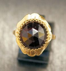 Antique 14 kt gold ring with garnet, ring size: 17 3/4 mm