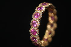 18 kt gold eternity ring set with natural ruby ​​and diamonds, size 54, no reserve price