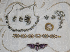 Collection of American jewellery by Trifari - Coro, 1950s/60s