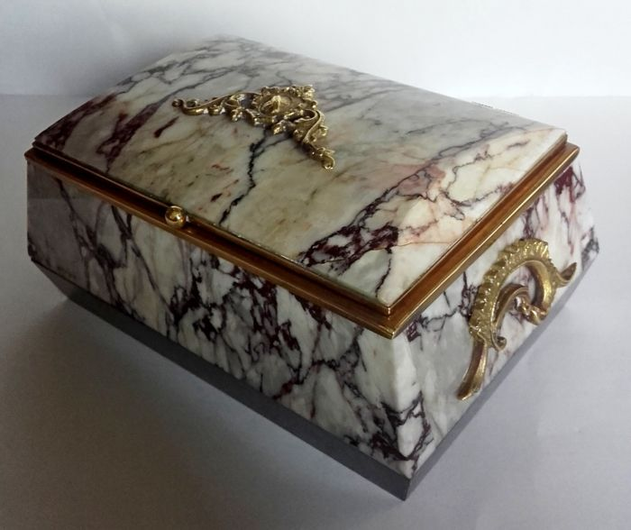Jewelry casket of jasper 764g