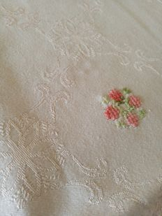 Pink damask tablecloth with handmade embroidery - Italy - 1970s