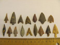 Neolithic arrowheads - 24/40 mm (16)