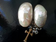 Mother-of-Pearl rosary case and mother-of-Pearl rosary - France - 19th century