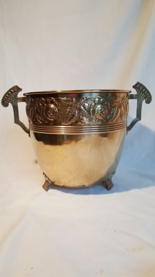 Daalderop Art Deco flower pot of copper/brass; marked