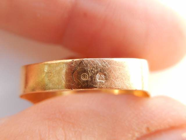 18 kt yellow gold signet ring with coat of arms of portugal catawiki. Black Bedroom Furniture Sets. Home Design Ideas