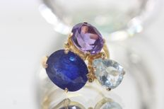 18 kt gold ring set with precious stones - size 50