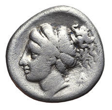 CORINTHIA – CORINTH. Silver Drachm, 350-300 BC. Head of Aphrodite / Pegasos flying.