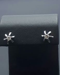 14 Ct Diamond Stud Earrings , *** No Reserve ***