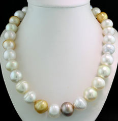 Stately multi-coloured South Sea pearl necklace from 14.0 to 15.3 mm in white, silver and gold ---no reserve---