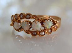 18 kt rose gold antique ring with 4 opals   No reserve price